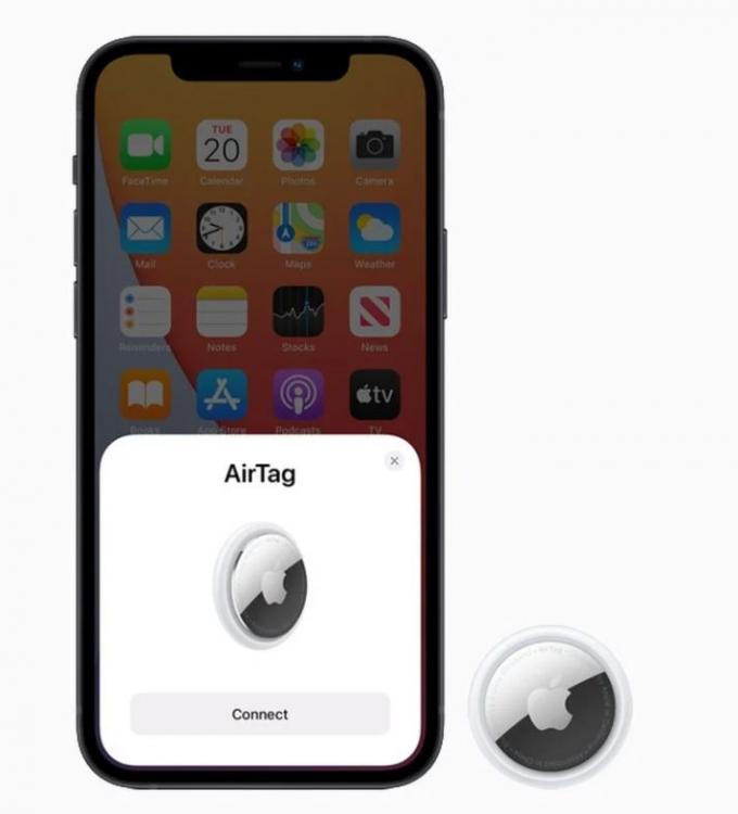 에어태그를 아이폰에 가까이 가져갈 시 연결되며 이용자는 '열쇠'나 '지갑' 등의 이름을 지정할 수 있다. /사진제공=애플