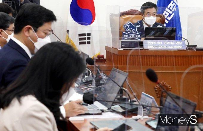 [머니S포토] 의원들 앞 모두발언하는 윤호중 비대위원장