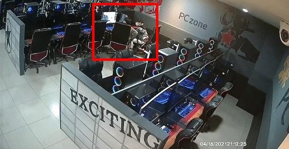 목포 한 무인 PC방에서 최신형 컴퓨터를 캐리어에 담아 훔쳐가는 사건이 벌어졌다. /사진= 뉴스1(PC방 제공)