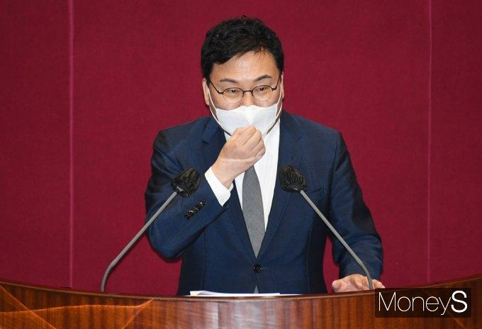[머니S포토] 체포동의안 신상발언하는 무소속 '이상직'