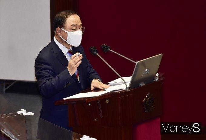 """[머니S포토] 홍남기 부총리 """"국민연금 보험료율 인상 필요하다"""""""