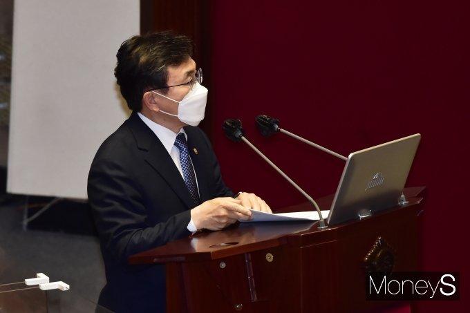 [머니S포토] 국회 대정부 질문, 답변하는 보건부 '권덕철'