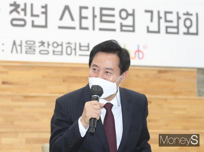 [머니S포토] 오세훈 시장 '청년 스타트업 목소리 듣기 위해'