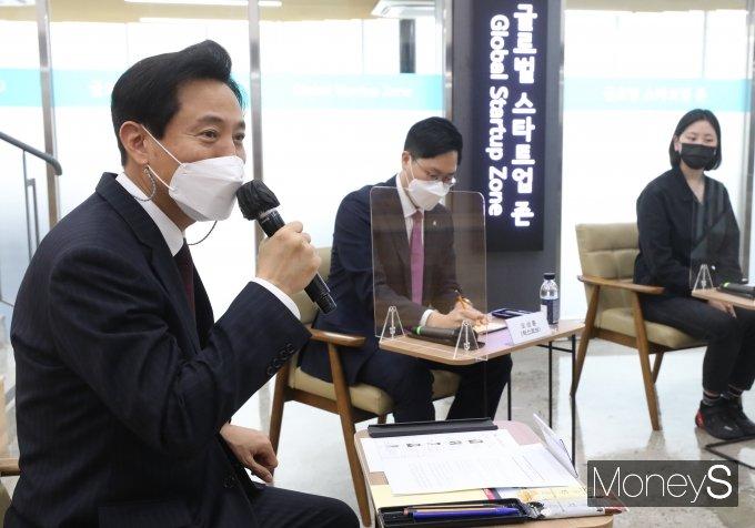 [머니S포토] 오세훈 '청년 스타트업 대표들 의견 듣기 위해'