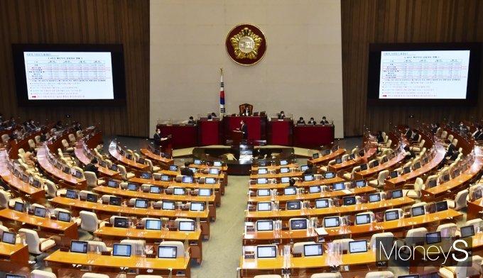 [머니S포토] 국회 대정부질문, 코로나19 '거리두기' 질의