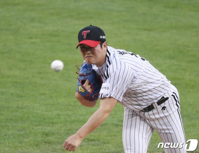 [사진] LG 함덕주 '승리를 향해'