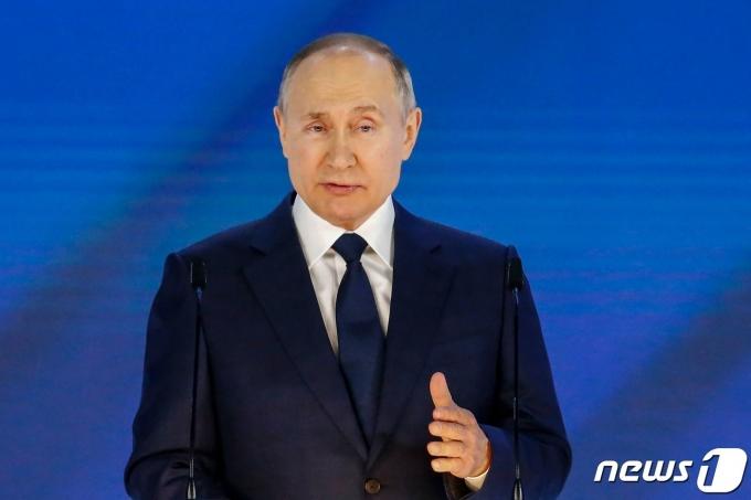 블라디미르 푸틴 러시아 대통령이 21일 연방의회에서 연례 대국민 국정연설을 하고 있다.© AFP=뉴스1