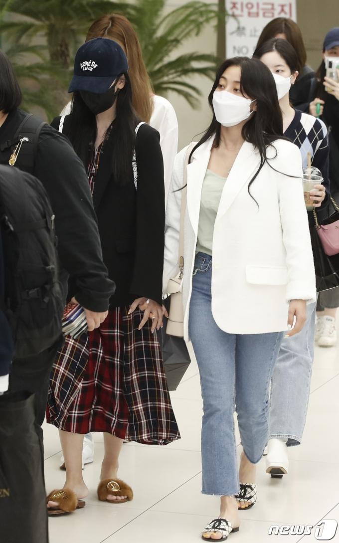 [사진] 미나-지효, 마스크를 써도 돋보이는 광채 미모