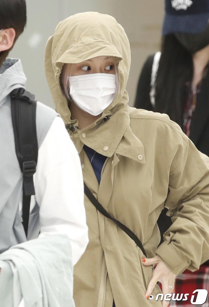 [사진] 트와이스 채영, 긴장 속 입국