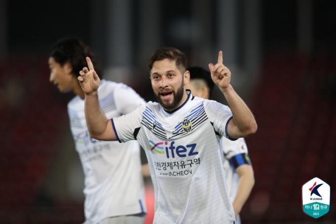 3-1 승리를 이끈 인천 유나이티드의 아길라르(한국프로축구연맹 제공)© 뉴스1