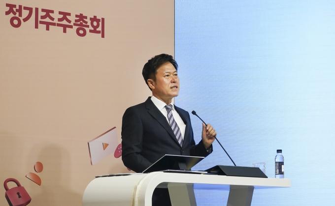 박정호 SKT 대표가 지난 3월 T타워 수펙스홀에서 열린 주주총회에서 발표하고 있다. /사진제공=SKT