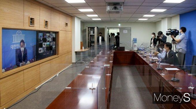 [머니S포토] '더민초' 전체회의