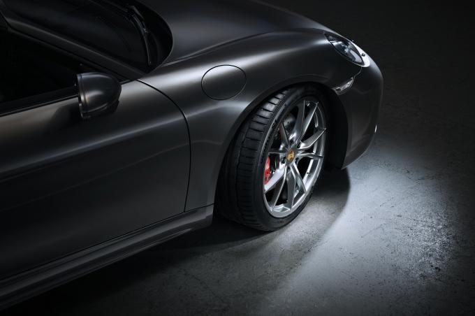한국타이어앤테크놀로지가 포르쉐의 대표 고성능 스포츠 로드스터인 '718 박스터'에 초고성능 타이어인 '벤투스 S1 에보3'를 신차용 타이어로 공급한다./사진=한국타이어앤테크놀로지