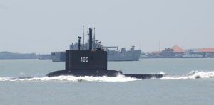 '53명 탑승' 인도네시아 잠수함 실종… 700m 심해 침몰 추정