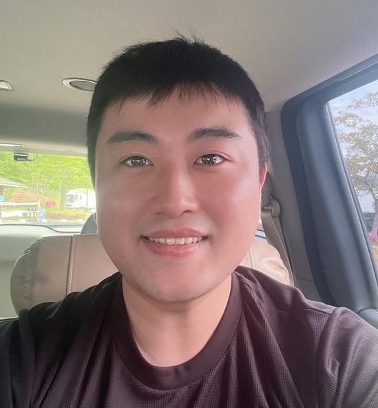 트로트 가수 김호중이 3주의 기초군사훈련을 마치고 훈련소에서 퇴소했다. /사진=김호중 공식 팬카페