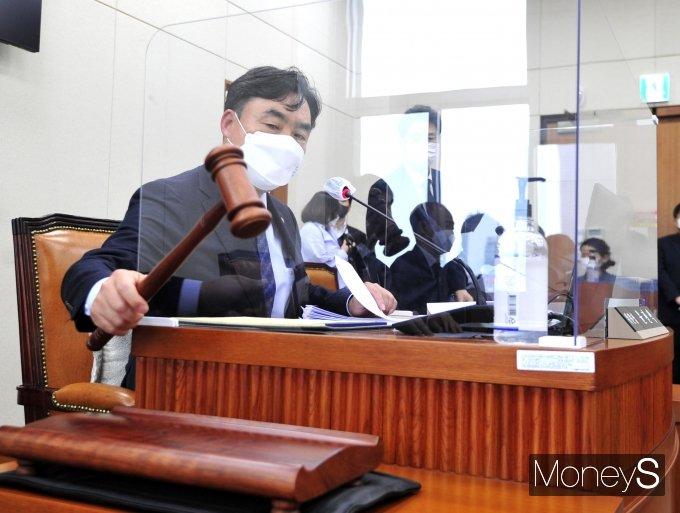 [머니S포토] 정무위 개의 선언하는 윤관석 위원장