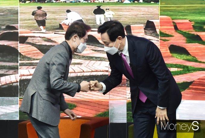 [머니S포토] 제38대 서울 시장 취임식, 주먹인사하는 '오세훈'