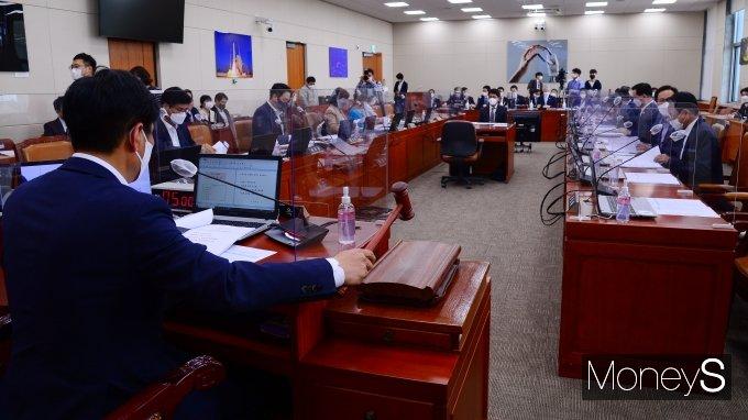 [머니S포토] 국회 과방위 전체회의