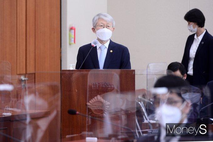[머니S포토] 국회 과방위서 발언하는 최기영 장관