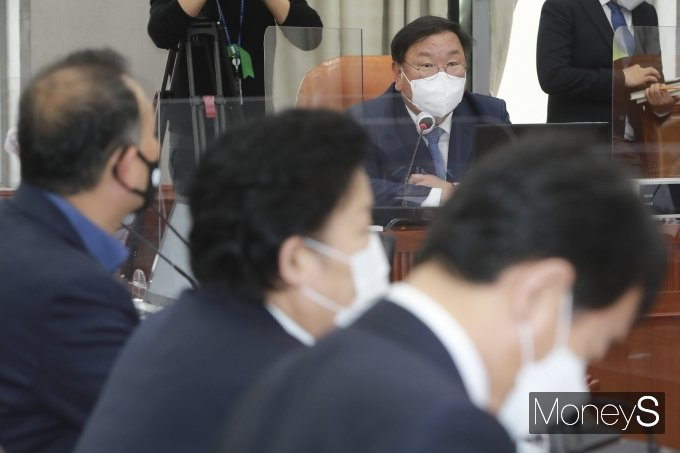 [머니S포토] 운영위 전체회의서 발언하는 김태년 위원장