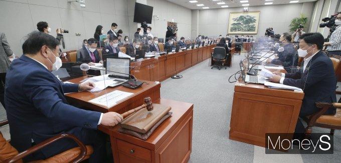 [머니S포토] 국회운영위원회 전체회의