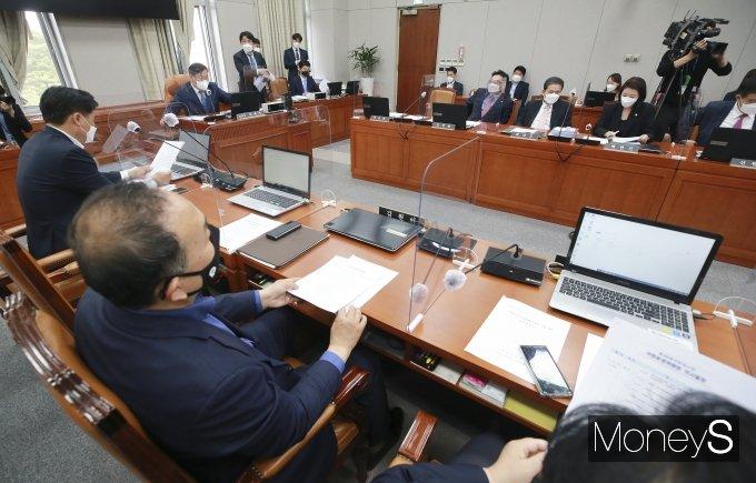 [머니S포토] 국회 운영위, 의원 '이해충돌방지법' 통과