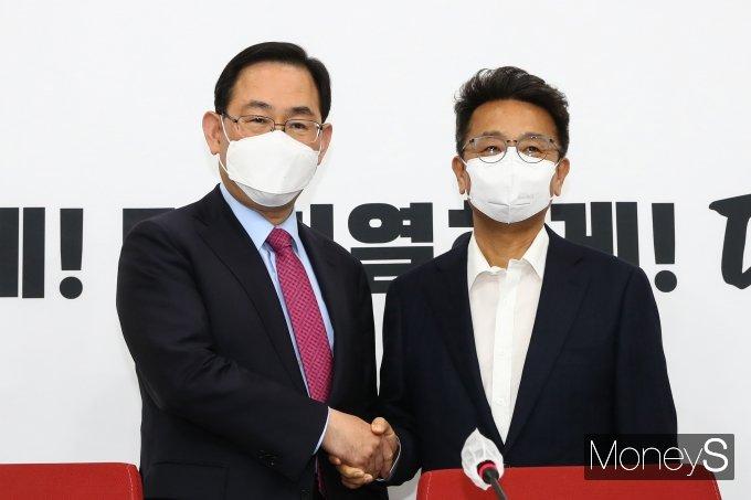 [머니S포토] 주호영 예방한 이철희 신임 정무수석