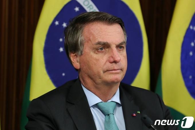 자이르 보우소나루 브라질 대통령이 22일(현지시간) 브라질리아에서 화상 링크로 기후정상회의에 참여하고 있다. © 로이터=뉴스1