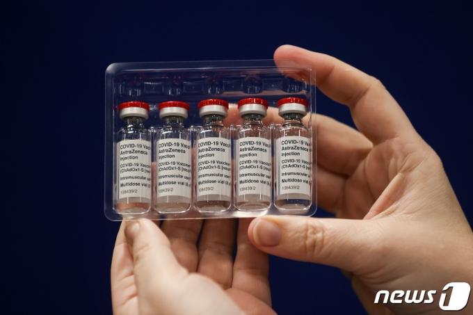 아스트라제네카와 영국 옥스퍼드대가 공동 개발한 신종 코로나바이러스 감염증(코로나19) 백신 © 로이터=뉴스1