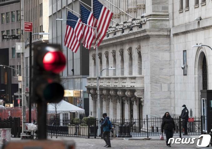 22일 뉴욕증시가 세금정책 변화에 대한 우려로 일제히 하락했다./사진=뉴스원
