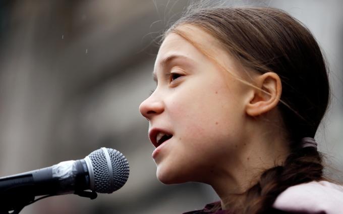 10대 환경운동가 툰베리가 세계 기후변화에 대응하는 각 국 정치인들의 행태를 비판했다. 사진은 지난해 1월 스위스에서 열린 시위에 참석해 발언하는 툰베리의 모습. /사진=로이터