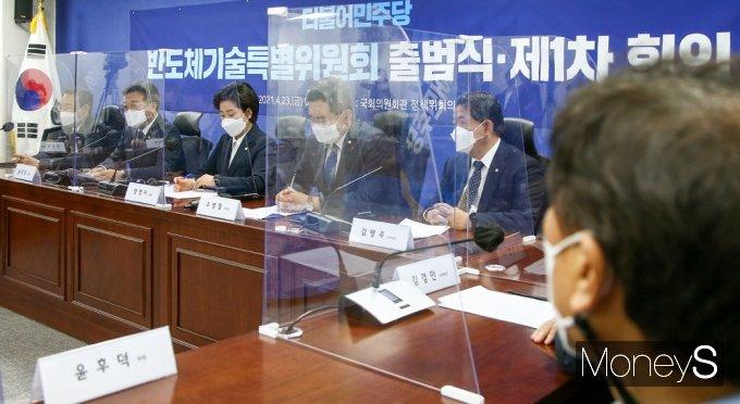 [머니S포토] 민주당 반도체기술특위, 발언하는 '윤호중'