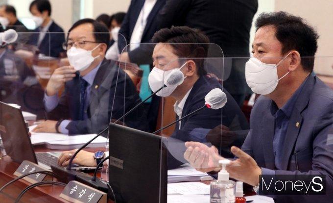 [머니S포토] 국회 산자중기위, 의사진행 발언하는 송갑석 간사