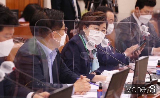 [머니S포토] 국회 산자중기위, 의사진행 발언하는 국힘 김정재