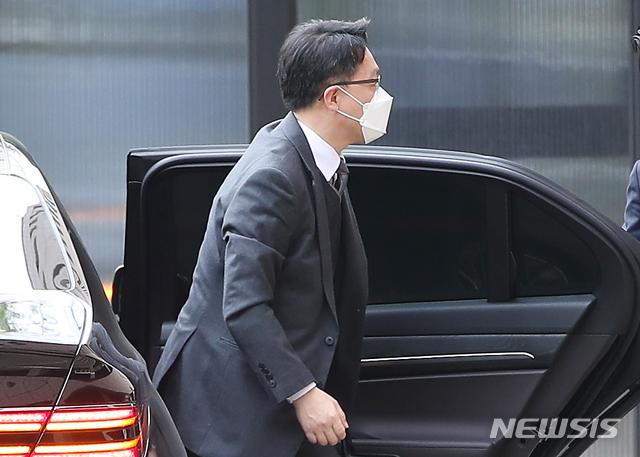 """김진욱, 검찰에 심기 불편… """"공개수사는 공수처 압박"""""""