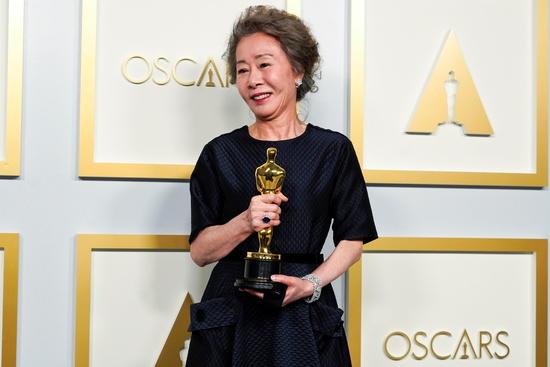 배우 윤여정이 '미나리'로 한국 최초로 아카데미 여우조연상을 수상했다. /사진=로이터