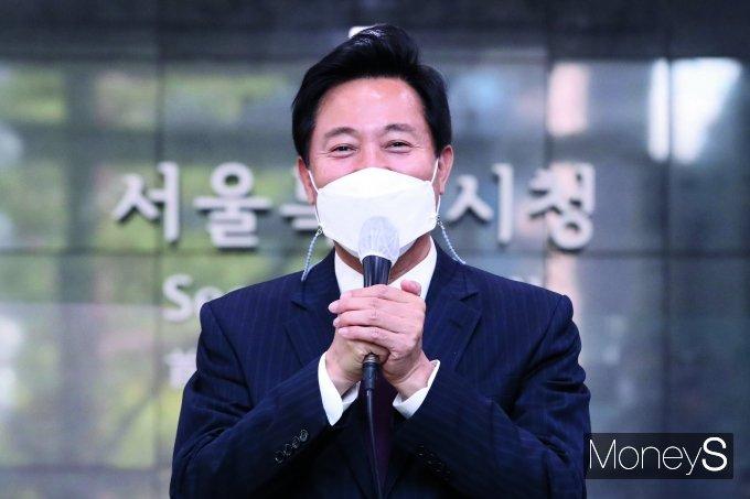 지난 8일 10년만에 다시 서울시청에 출근한 오세훈 서울시장. /사진=임한별 기자