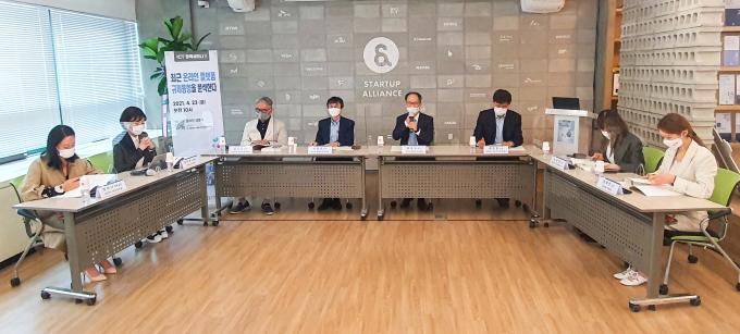 사단법인 한국인터넷기업협회(이하 '인기협')가 23일 서강대 ICT법경제연구소와 공동으로 '최근 온라인 플랫폼 규제동향을 분석한다'라는 주제로 토론회를 개최했다. /사진제공=한국인터넷기업협회