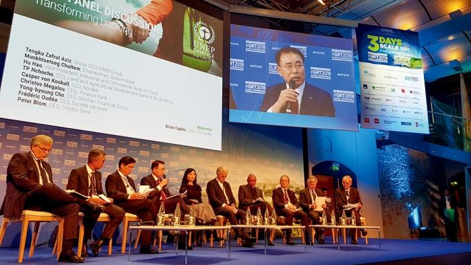 2018년 11월 프랑스 파리에서 열린 유엔환경계획 금융 이니셔티브(UNEP FI) 글로벌 라운드 테이블에 참석한 조용병 신한금융그룹 회장/사진=신한금융