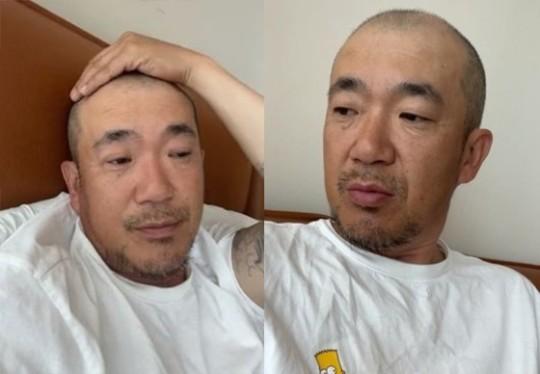 DJ DOC의 멤버 이하늘이 동생 이현배의 장례식 동안 전처인 박유선의 도움을 받았다고 언급했다. /사진=DJ DOC 인스타그램 라이브 영상 캡쳐