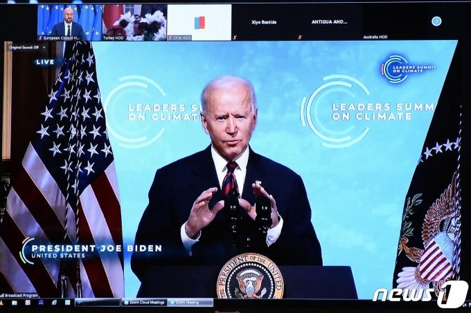 조 바이든 미국 대통령이 22일(현지시간) 화상으로 기후 정상회의를 주재하고 있다. © AFP=뉴스1