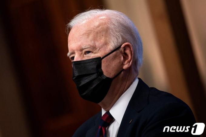 조 바이든 미국 대통령이 22일(현지시간) 워싱턴 백악관에서 40개국 정상이 참석한 화상 기후 정상회의서 정상들의 발언을 듣고 있다. © AFP=뉴스1 © News1 우동명 기자