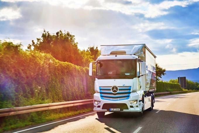 메르세데스-벤츠 e악트로스(eActros)가 실제 고강도 운송 업무에 투입되어 광범위한 현장 테스트를 거쳐 순수 전기트럭의 가능성을 제시했다. /사진제공=메르세데스-벤츠