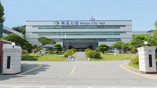 전남 목포시는 '대한민국 광역 및 지방자치단체 공공 홍보 대상' 공모전에서 1위인 대상을 수상했다. 목포시청 전경