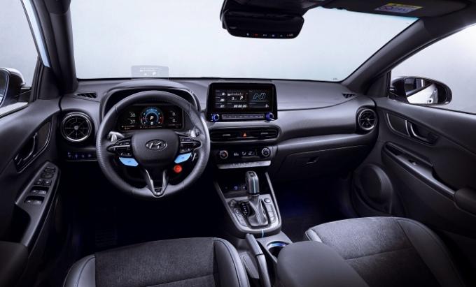 코나 N에는 10인치 디스플레이와 헤드 업 디스플레이(HUD)를 통해 N 전용 그래픽 인터페이스로 운전의 재미를 더한다. /사진제공=현대차