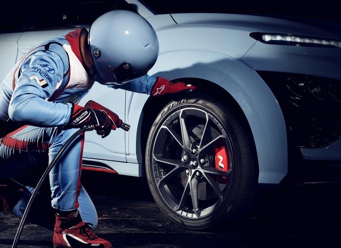현대자동차가 지난 27일(화) 온라인을 통해 공개한 '코나 N'은 현대차의 첫 번째 고성능 SUV 모델이다. 기존 N 브랜드 라인업에 SUV의 실용성을 갖춘 모델을 추가하며 소비자 선택폭을 넓혔다. /사진제공=현대자동차