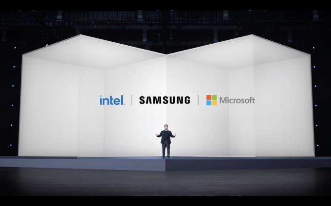노태문 삼성전자 무선사업부장(사장)이 '갤럭시 북 프로' 시리즈 언팩 행사에서 인텔 및 MS와 협력을 발표하는 모습. /사진제공=삼성전자