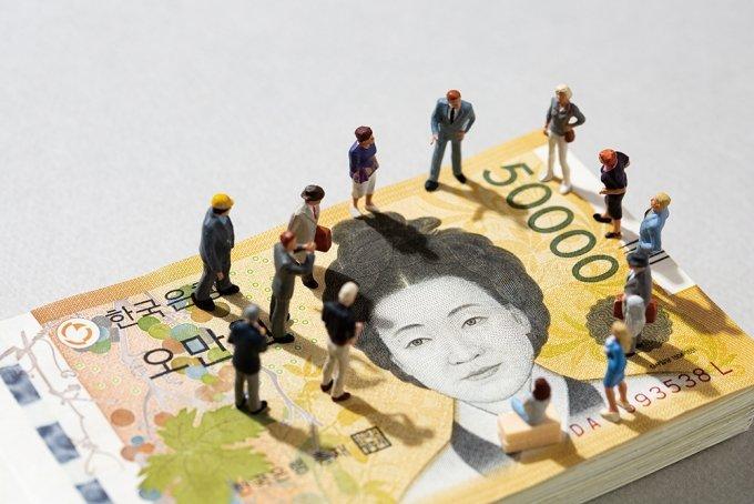 부동산 바로미터 경매 4월은? 진행·낙찰·응찰자 수 다 줄었다