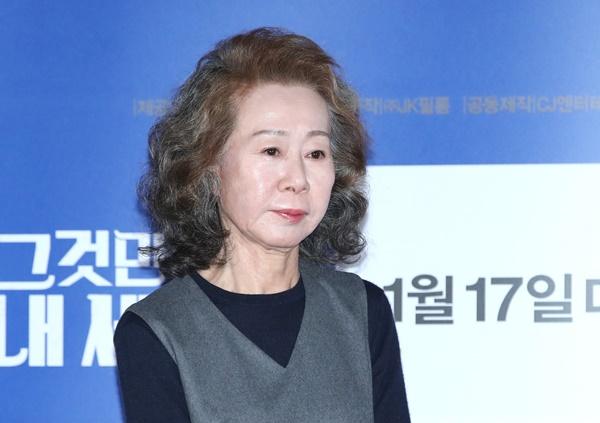 배우 윤여정이 넘치는 카리스마를 발산하고 있다. /사진=뉴스1