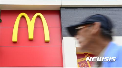 검찰이 대장균 오염 우려가 있는 햄버거용 패티(다진 고기)를 판매했다는 의혹으로 고발된 한국 맥도날드를 재차 불기소 처분했다./사진=뉴시스